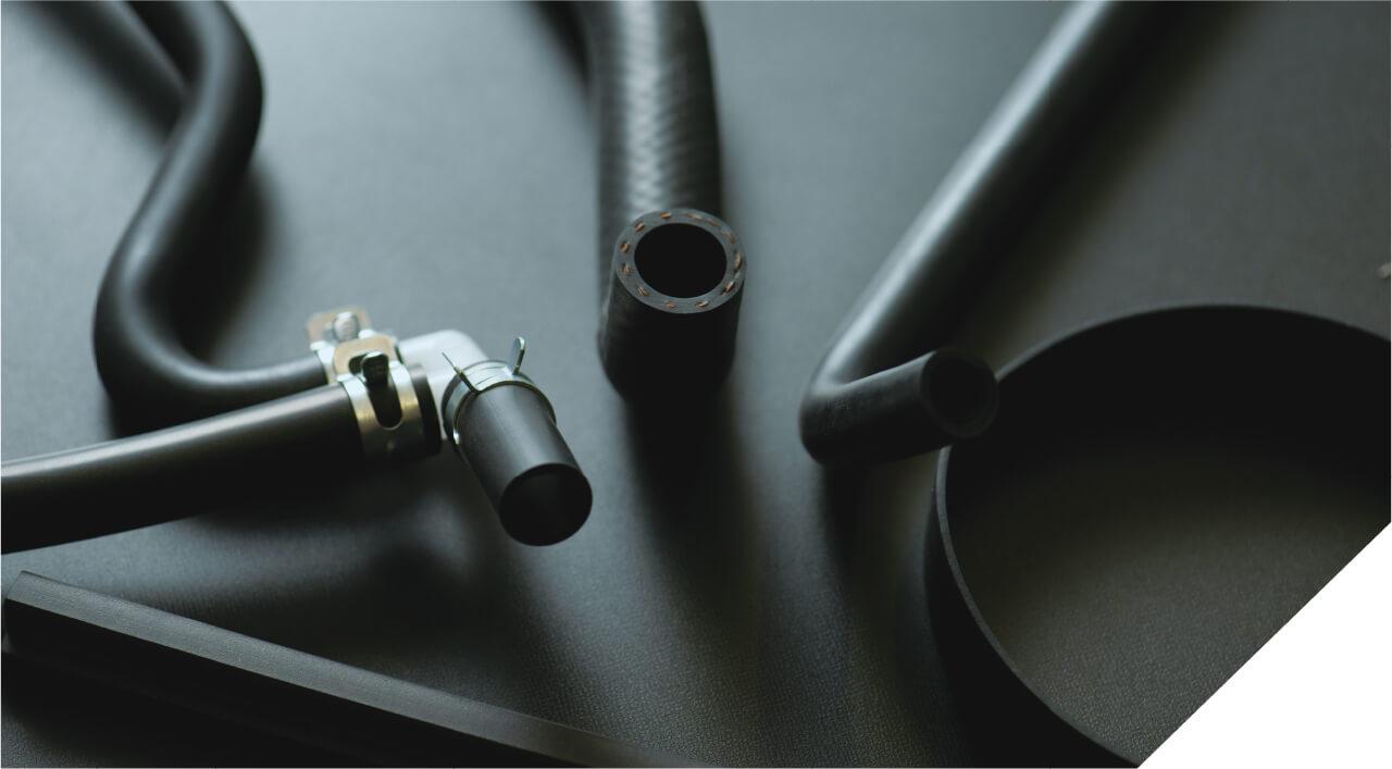 ゴムの材料調達から仕上げ加工まで、一貫して行う総合メーカー。